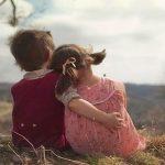 Σήμερα είναι η Παγκόσμια Ημέρα Αγκαλιάς –  Γιατί τη γιορτάζουμε και πού ωφελεί
