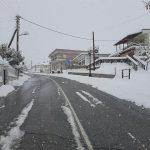 Η χιονόπτωση συνεχίζεται. Επαρχιακό οδικό δίκτυο Βρίας Ελατοχωρίου.